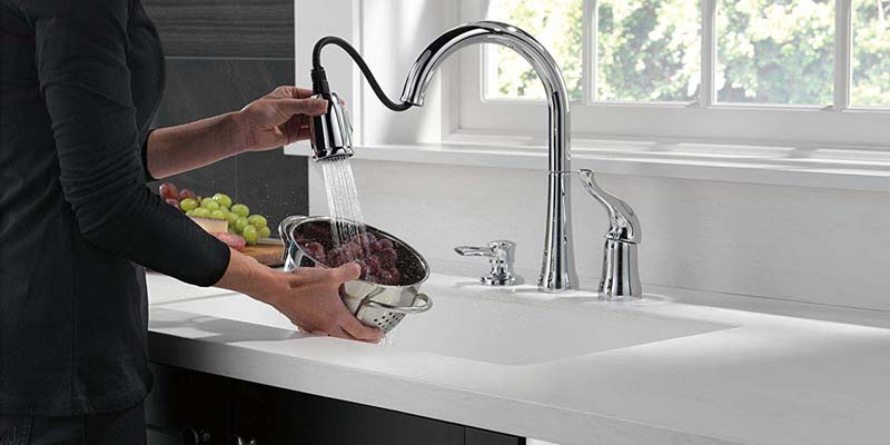 5 Best 3 hole kitchen faucets Reviews on the Market 2019